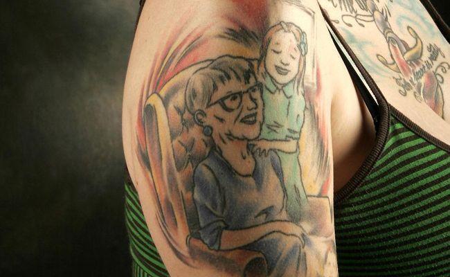 Para muitas pessoas, a tatuagem é uma forma de homenagear uma pessoa ou bichinho de estimação que ela ama. E os retratos de gente e de bicho estão entre as tatuagens que as mulheres mais fazem nos estúdios.