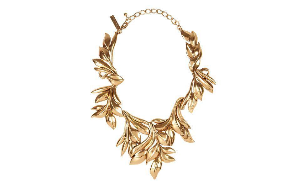 <p>O <strong>maxi colar</strong> dourado é mais sofisticado e é indicado para eventos formais como casamentos e formaturas, por exemplo.</p>