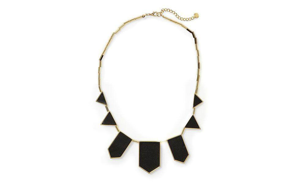<p>Esse maxi colar de pedra com formas geométricas é um ótimo acessório para ser usado tanto no dia-a-dia, como em produções mais glamourosas.</p>
