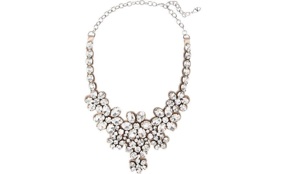 <p>Ideal para festas formais, o <strong>maxi colar com brilhos</strong> pode ser usado para incrementar vestidos básicos. </p>