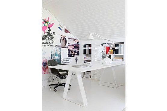 Papel de parede equilibra ambiente claro agregando cores. Foto: Pinterest