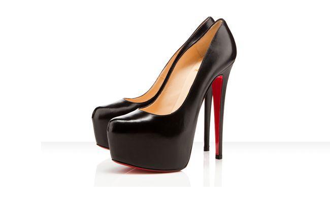 Sapatos Louboutin – Em São Paulo, a loja da marca fica no Shopping Iguatemi. Peças a partir de R$ 2 mil