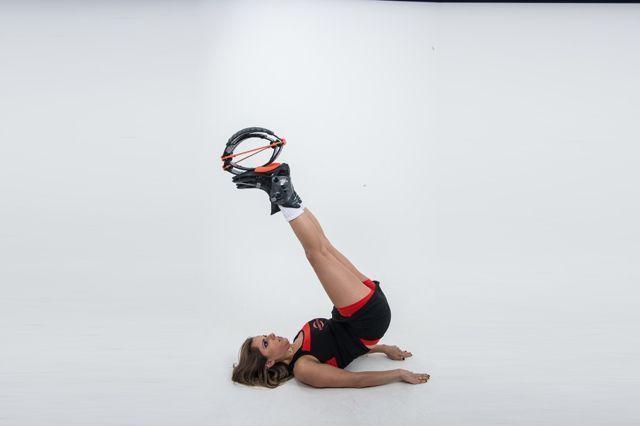 <b>Abdominal com elevação de quadril:</b> exercícios tradicionais ganham uma versão especial com o Kangoo Jumps.