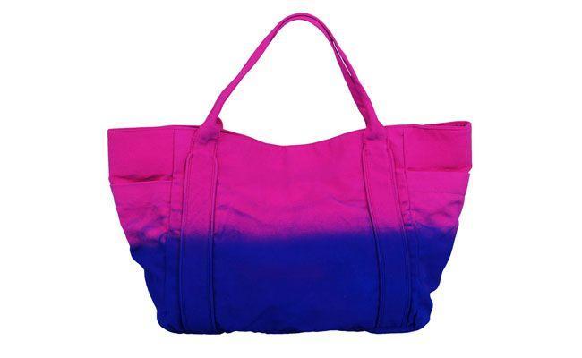 """Bolsa tie dye por R$99,90 na <a href=""""http://www.lojasrenner.com.br/productdetails/index.jsp?productId=532050594"""" target=""""_blank"""">Renner</a>"""