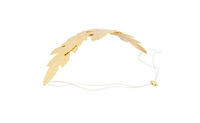 "Tiara de pétalas douradas Barban Mandelli por R$329,90 nas <a href=""http://www.americanas.com.br/produto/115060396/tiara-barban-mandelli-petala-fosca"" target=""blank_"">Lojas Americanas</a>"