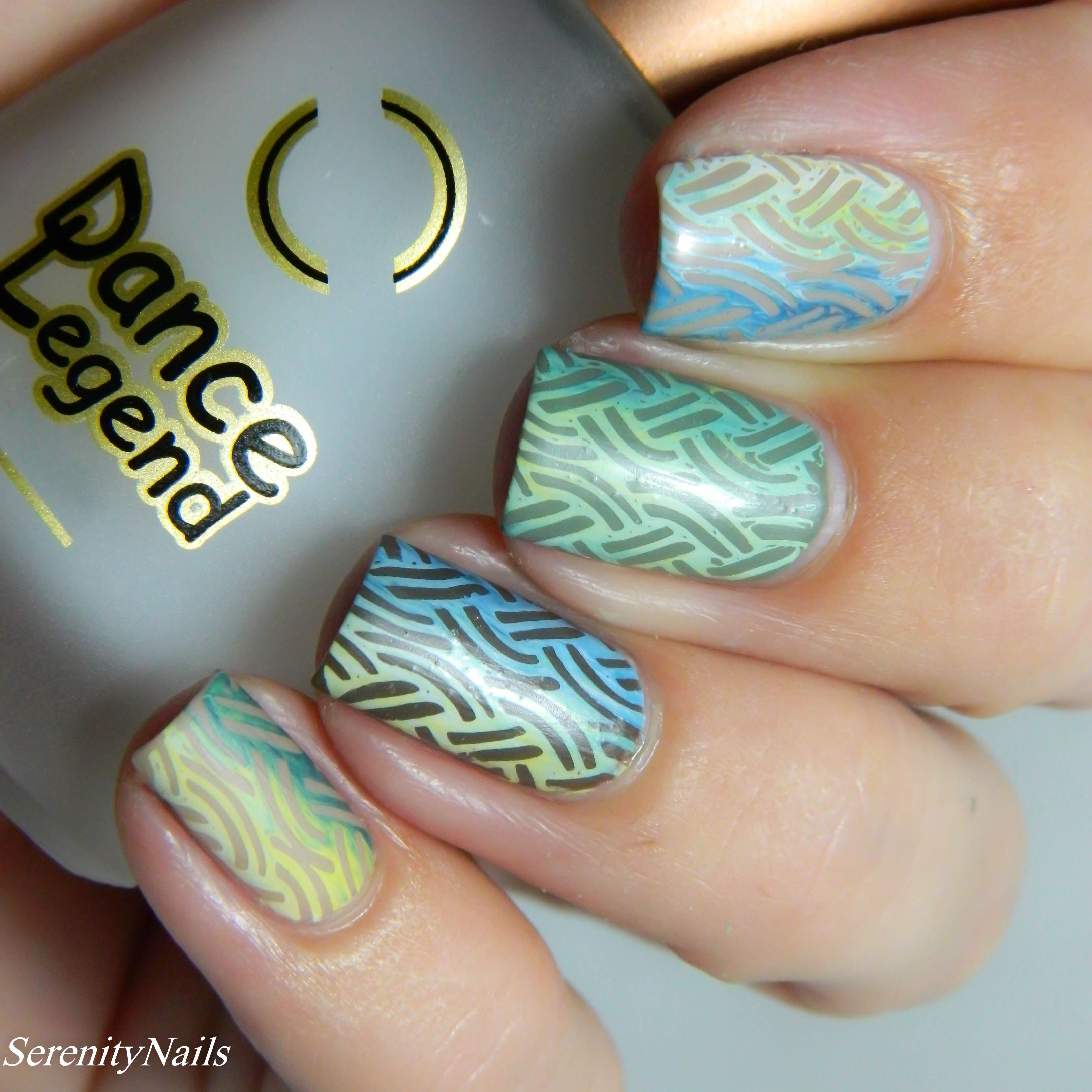 "Foto: Reprodução / <a href=""http://www.serenitynails.com.au/2015/09/31-day-challenge-round-up-days/"" target=""_blank"">Serenity Nails</a>"