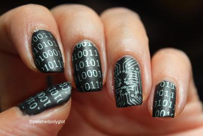 "Foto: Reprodução / <a href=""http://polished-polyglot.blogspot.ch/2015/10/notd-40-great-nail-art-ideas-geeks.html"" target=""_blank"">Polished Polyglot</a>"