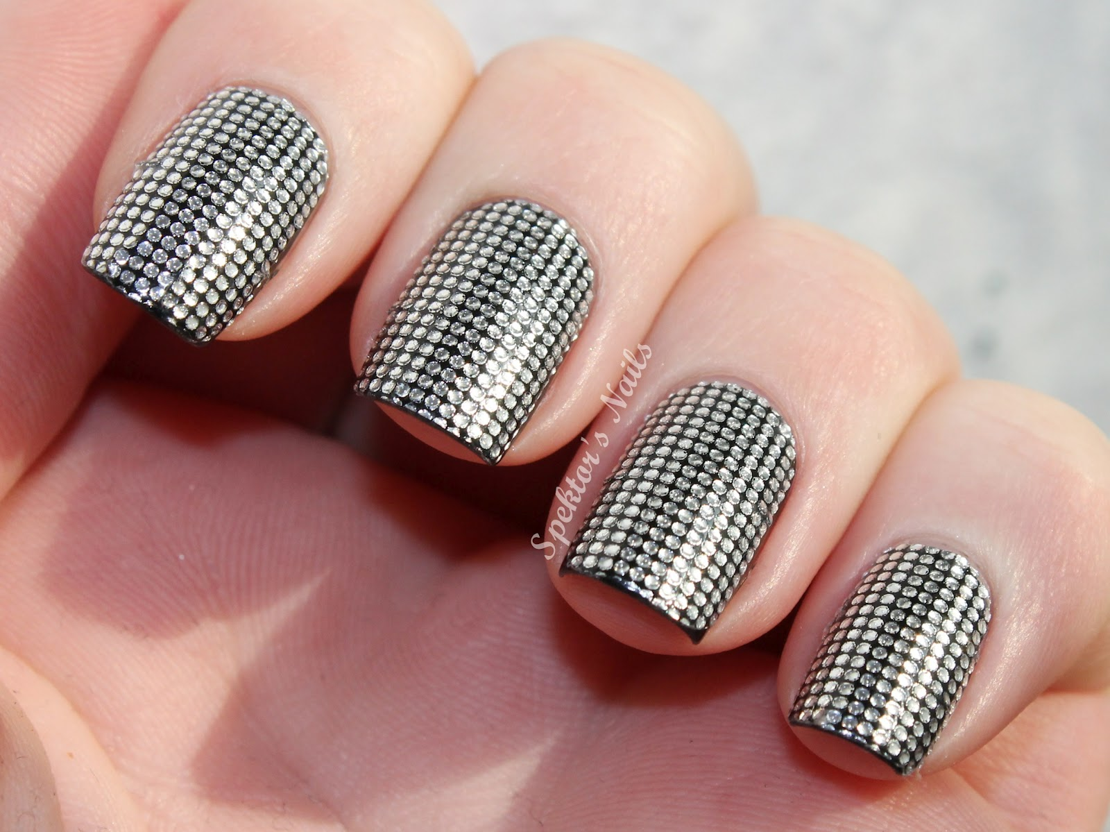 "Foto: Reprodução / <a href=""http://www.spektorsnails.com/2012/02/notd-essence-nail-fashion-stickers.html?m=1"" target=""_blank"">Spektor's Nails</a>"