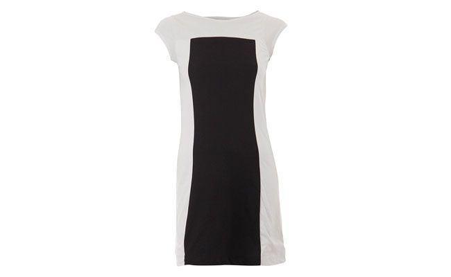 """Vestido bicolor em algodão por R$69,99 na  <a href=""""https://www.passarela.com.br/passarela/feminino/produto/6400543647/Vestido-Bicolor-Km-1464---Pto/Bco/"""" target=""""_blank"""">Passarela</a>"""
