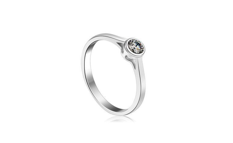 "Anel de prata SWA por U$ 10,38 no <a href=""http://ad.zanox.com/ppc/?29468903C12403682&ULP=[[http://pt.aliexpress.com/item/New-Fashion-925-Sterling-Silver-Crystal-Ring-Made-With-Swarovski-Zirconia-Women-s-Charm-Jewelry-Free/1897574310.html]]"" target=""_blank"">AliExpress  </a>"