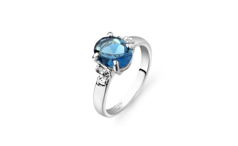 "Anel de noivado por R$ 80,36 no <a href=""http://www.dressale.com/elegant-engagement-ring-with-a-gigantic-blue-rhinestone-p-47592.html"" target=""_blank"">Dress Sale</a>"