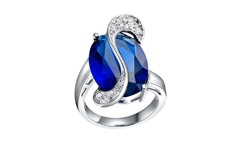 "Anel de compromisso com pedra por U$ 5,19 no <a href=""http://ad.zanox.com/ppc/?29468903C12403682&ULP=[[http://pt.aliexpress.com/item/Anillos-Compromiso-925-Ruby-Jewelry-CZ-Diamond-Alliance-Rings-for-Women-Wedding-Female-Engagement-Gift-Ring/32365314175.html]]"" target=""_blank"">AliExpress</a>"