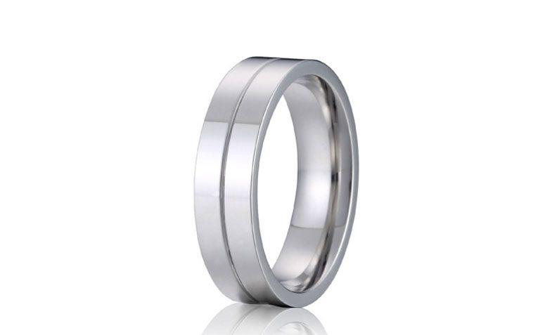 "Aliança em prata por U$ 9,95 no <a href=""http://ad.zanox.com/ppc/?29468903C12403682&ULP=[[http://pt.aliexpress.com/item/high-polishing-silver-white-color-titanium-wedding-band-promise-rings-for-men-2015-new-anel-alliance/32380180092.html]]"" target=""_blank"">AliExpress</a>"