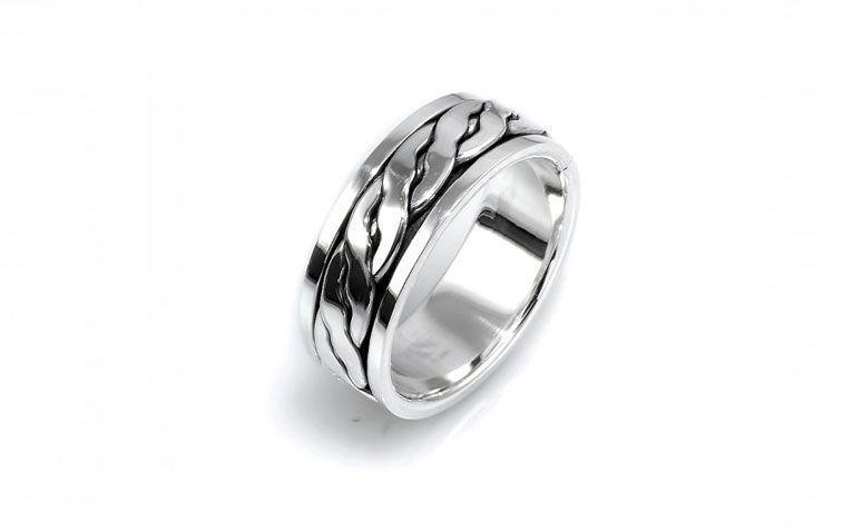 """Anel em prata de bali Saturno por R$ 155,00 <a href=""""http://www.lumae.com.br/masculino/aneis-masculinos/anel-em-prata-bali-saturno-corrente """" target=""""_blank"""">Lumaê</a>"""