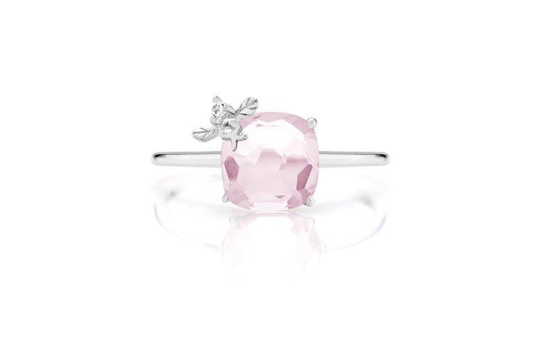 """Anel Mia em prata com quartzo rosa por R$ 300,00 na <a href=""""http://www.montecarlo.com.br/anel-de-prata-com-quartzo-rosa-com-lapidacao-quadrada.html  """" target=""""_blank"""">Monte Carlo</a>"""