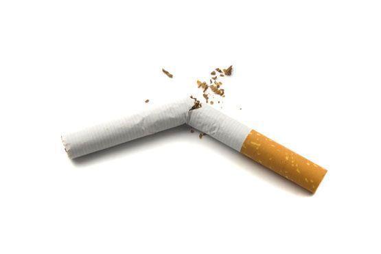 O tabaco aumenta a insônia e a dor de cabeça, que são típicos da TPM. Cortar o cigarro ajuda a dormir melhor, o que diminui a ansiedade.