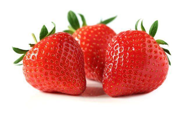 É uma fruta com baixo valor calórico, fonte de vitamina C, ácido fólico, betacaroteno (pró-vitamina A, cálcio, fósforo, ferro, potássio, fitonutrientes (antocianinas e elagitaninas). Possui propriedades antioxidantes que auxiliam no combate da degradação celular e combatem os radicais livres que causam o envelhecimento da pele. Fonte de ácido elágico, um antioxidante encontrado em framboesas e em outros legumes, que tem efeito fotoprotetor.