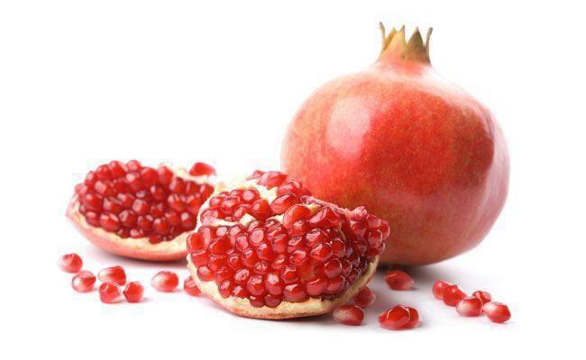 Fruta utilizada na medicina popular por suas propriedades terapêuticas. Considerado um alimento fitoterápico, possui vitamina A e B, cálcio, ferro, potássio e fósforo e manganês. Além disso, é uma grande fonte de antioxidantes.