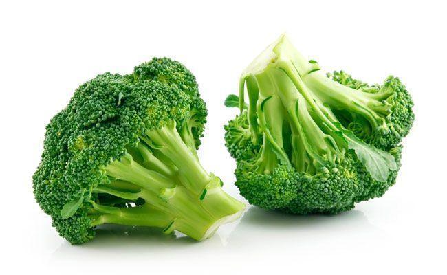 Contém vitamina C, A, fibras, cálcio, zinco e ácido fólico. É um alimento com propriedades antioxidantes e, de acordo com algumas pesquisas, suas propriedades nutritivas podem atrapalhar o crescimento de células do câncer do tipo melanoma.
