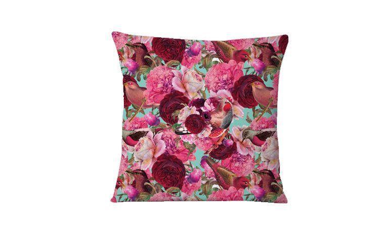"Almofada Bird Roses por R$ 50,00 na <a href=""https://www.colab55.com/@candydesign/pillows/bird-roses"" target=""_blank"">Colab 55</a>"