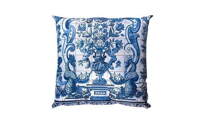 "Almofada azulejo por R$54,90 na <a href=""http://www.meumoveldemadeira.com.br/produto/almofada-azulejo"" target=""_blank"">Meu Móvel de Madeira</a>"