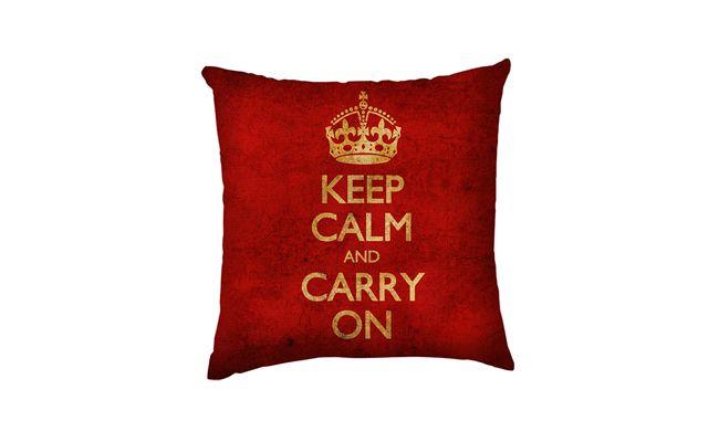 """Almofada Keep Calm por R$59,90 na <a href=""""http://www.submarino.com.br/produto/117926077/capa-para-almofada-keep-calm-envelhecido-vermelha-poliester-40x40cm-haus-for-fun"""" target=""""_blank"""">Submarino</a>"""