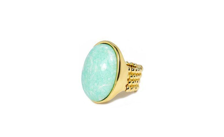 "Anel com amazonita verde por R$169,00 na <a href=""https://www.carolnaderjoias.com.br/anel-semi-joias-bijuterias-folheados-amazonita/"" target=""blank_"">Carol Nader Jóias</a>"