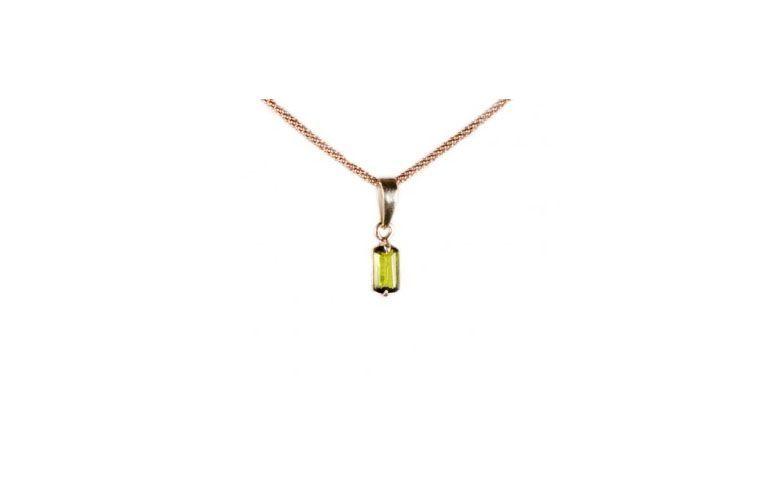 """Pingente de turmalina verde por R$226,90 na <a href=""""http://www.cristaisaquarius.com.br/super-turmalina-verde-11g.html#.VUehgv7F-So"""" target=""""blank_"""">Cristais Aquarius</a>"""