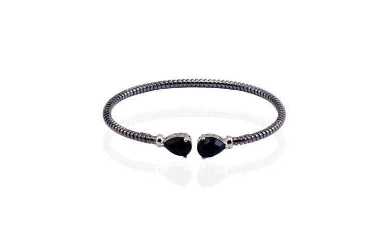 """Bracelete com ônix por R$451,00 na <a href=""""http://www.madamemisemijoias.com.br/braceletes/banho-de-rodio-bracelete/italiano-em-espiral-fino-com-banho-de-rodio-negro-onix/"""" target=""""blank_"""">Madame Mi Acessórios</a>"""