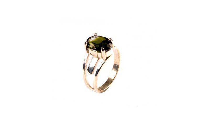 """Anel com turmalina verde por R$287,00 na <a href=""""http://www.cristaisaquarius.com.br/anel-turmalina-verde-jj-1.html#.VUfA6_7F-So"""" target=""""blank_"""">Cristais Aquarius</a>"""