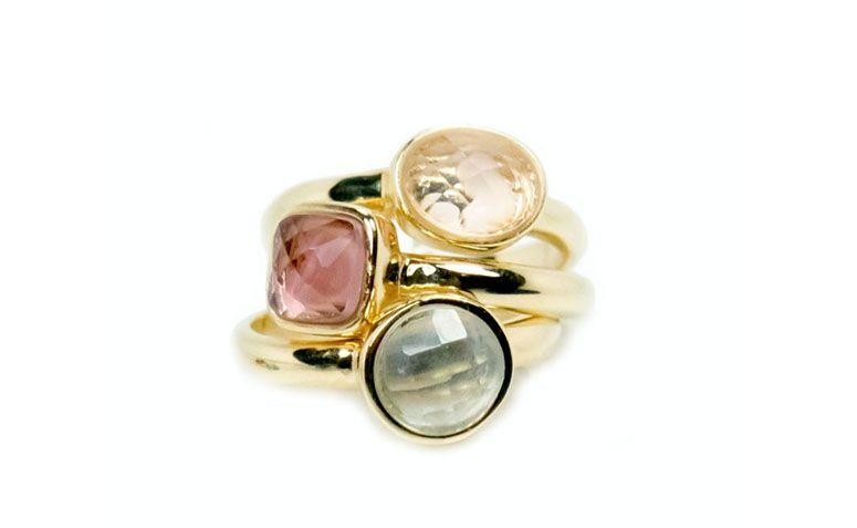 """Anel triplo com quartzo rosa por R$149,00 na <a href="""" https://www.carolnaderjoias.com.br/anel-semi-joias-bijuterias-folheados-anel-triplo/ """">Carol Nader Jóias</a>"""