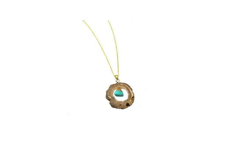 """Colar com geodo turquesa por R$56,00 na <a href="""" http://www.pedragaia.com.br/pd-18a55c-geodo-com-pedrinha-corrente-40-cm.html?ct=&p=1&s=1"""" target=""""blank_"""">Pedra Gaia</a>"""