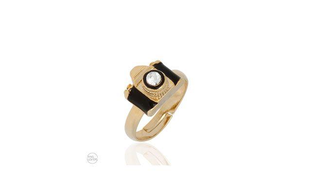 """Anel de falange máquina fotográfica por R$46,90 na <a href=""""https://ringlovers.com.br/index.php/anelde-falange-maquina-fotografica-folheado-a-ouro-18k-com-cristal.html"""" target=""""_blank""""> Ring Lovers</a>"""