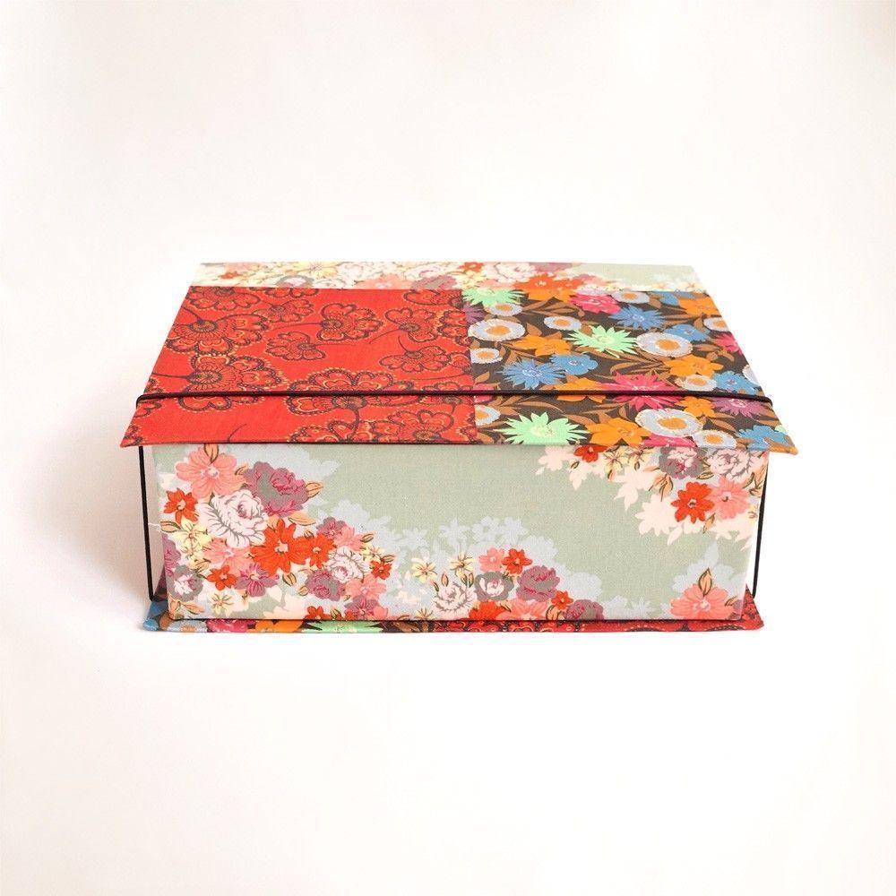"""Caixa de chá patchwork por R$ 79 na <a href=""""http://www.redeasta.com.br/casa/mesa-e-cozinha/caixa-de-cha-patchwork.html"""" target=""""_blank"""">Rede Asta</a>"""