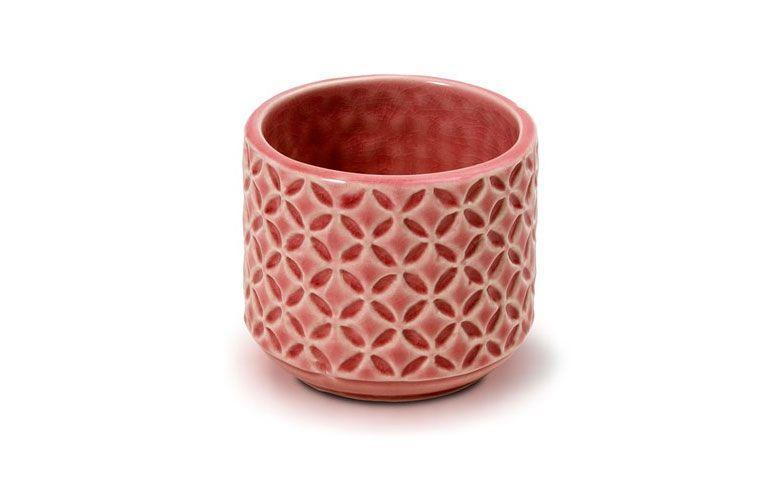 """Cachepot optical em cerâmica por R$ 29 na <a href=""""http://www.ceciliadale.com.br/cachepot-optical-em-ceramica-pink-8x7-cm-34995.aspx/p"""" target=""""_blank"""">Cecilia Dale</a>"""