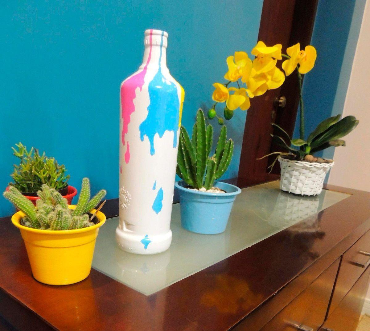"""Garrafa decorativa color por R$ 44,90 no <a href=""""http://www.elo7.com.br/garrafa-decorativa-color/dp/5E0EEA#hsn=0&df=d&uso=d&smk=0&pso=up&osbt=b-o&ss=0&sv=0"""" target=""""_blank"""">Elo7</a>"""
