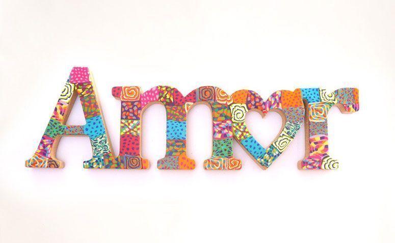 """Palavra amor por R$ 45,00 na <a href=""""http://www.redeasta.com.br/casa/quarto/palavra-amor.html"""" target=""""_blank"""">Rede Asta</a>"""