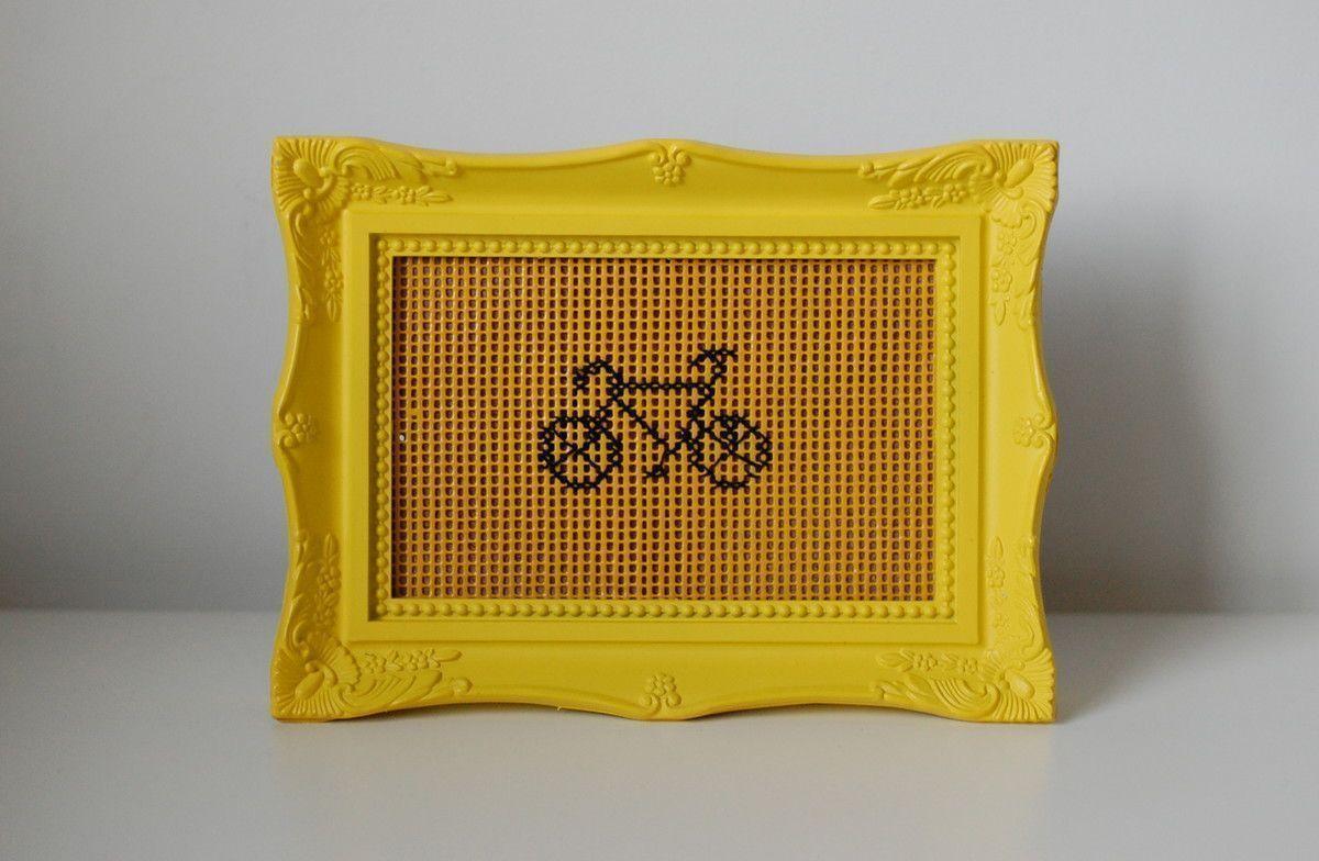 """Quadro bordado bike por R$ 49 no <a href=""""http://www.elo7.com.br/quadro-bordado-bike/dp/54E505#hsn=0&df=d&uso=d&smk=0&pso=up&osbt=b-o&ss=0&sv=0"""" target=""""_blank"""">Elo7</a>"""