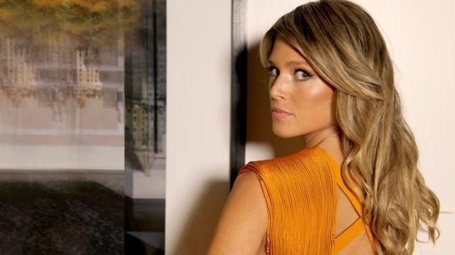 "Foto: Reprodução / <a href=""http://www.helenabordon.com/make-hair-fashion-rock-night/"" target=""_blank"">Helena Bordon</a>"