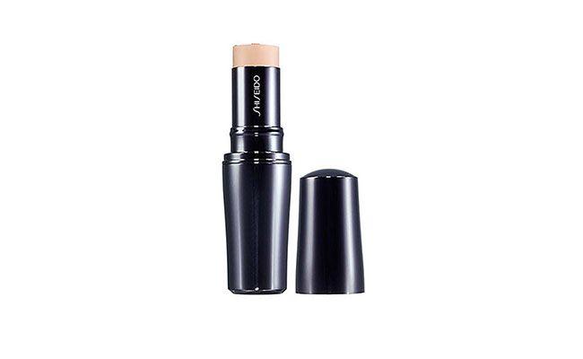 "Base em Bastão Shiseido por R$ 234,90 na <a href=""http://www.thebeautybox.com.br/base-shiseido-stick-foundation.htm"" target=""blank_"">The Beauty Box</a>"