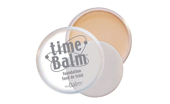 "Base The Balm por R$ 107,90 na <a href=""http://www.belezanaweb.com.br/the-balm/the-balm-time-balm-foundation-base-21.3g/"" target=""blank_"">Beleza na Web</a>"