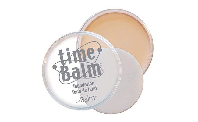 "Base The Balm por R$ 107,90 na <a href=""http://www.belezanaweb.com.br/the-balm/the-balm-time-balm-foundation-base-21.3g/"" target=""blank_"">Beleza na Web</a>"
