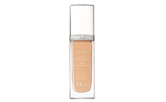 "Base Dior por R$ 227 na <a href=""http://www.freeitalia.com.br/produto/8329/base+diorskin+nude+effet+peau+nue+fps+15"" target=""blank_"">Free Itália</a>"