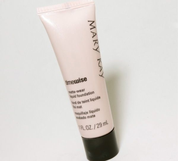 "Base Timewise Mary Kay po R$57,00  na <a href=""http://www.belezaflor.com.br/mary-kay-timewise-base-liquida-acabamento-luminoso"" target=""_blank"">Beleza Flor</a>"