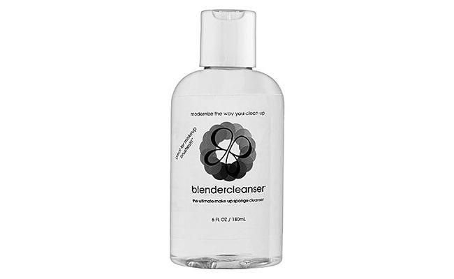 "Blendercleanser líquido por $17,95 na <a href=""http://www.sephora.com/blendercleanser-P228914?skuId=1151885"" target=""blank_"">Sephora</a>"