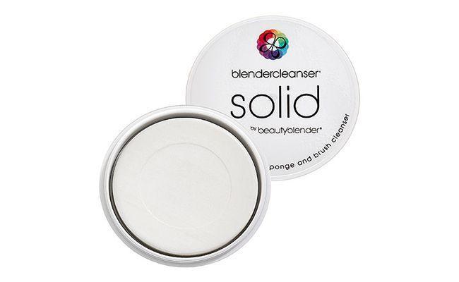 "Blendercleanser solid por $15,95 na <a href=""http://www.sephora.com/solid-sponge-cleanser-P379449?skuId=1438407"" target=""blank_"">Sephora</a>"