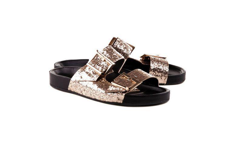 "Birken Shining por R$260,00 na <a href=""http://ad.zanox.com/ppc/?30472752C64316226&ULP=[[http://www.schutz.com.br/store/shoes/sandalias/rasteiras/birken-shining-metallic/p/0310200110012U?utm_source=zanox&utm_medium=deeplink&utm_campaign=deeplink&utm_content=deeplink]]"" target=""blank_"">Schutz</a>"