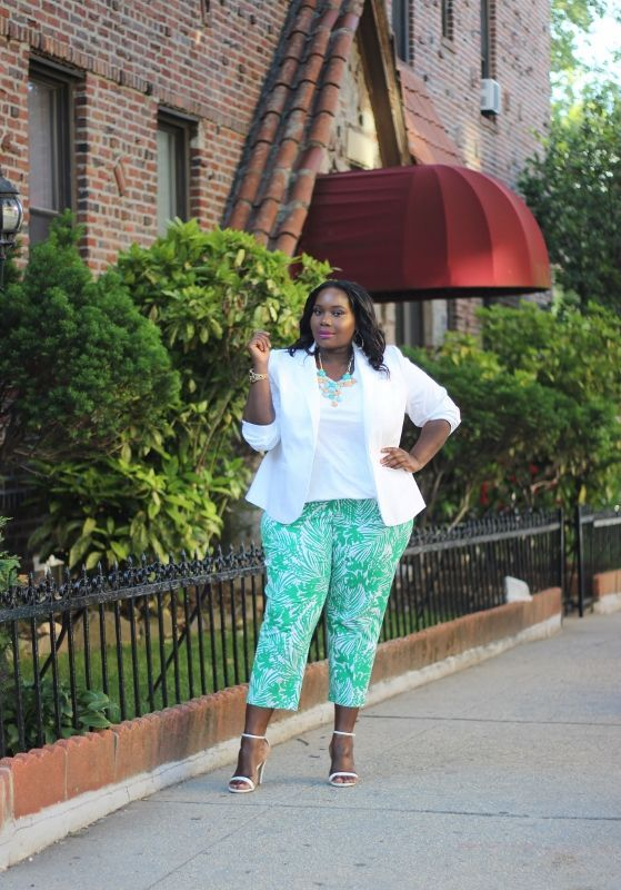 """Foto: Reprodução / <a href=""""http://stylishcurves.com/currently-obsessed-with-lane-bryant-tropical-print-plus-size-stretch-crop-pants/"""" target=""""_blank"""">Stylish Curves</a>"""