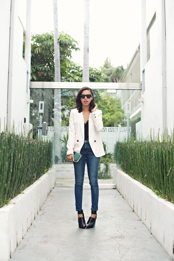 "Foto: Reprodução / <a href=""http://www.grasiemercedes.com/style/style-me-wears/white-blazer-clear-heels/"" target=""_blank"">Style me Grasie</a>"