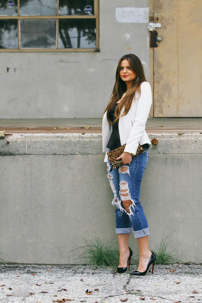 "Foto: Reprodução / <a href=""http://bondgirlglam.com/ootd-leopard-print-ripped-jeans/"" target=""_blank"">Bond Girl Glam</a>"
